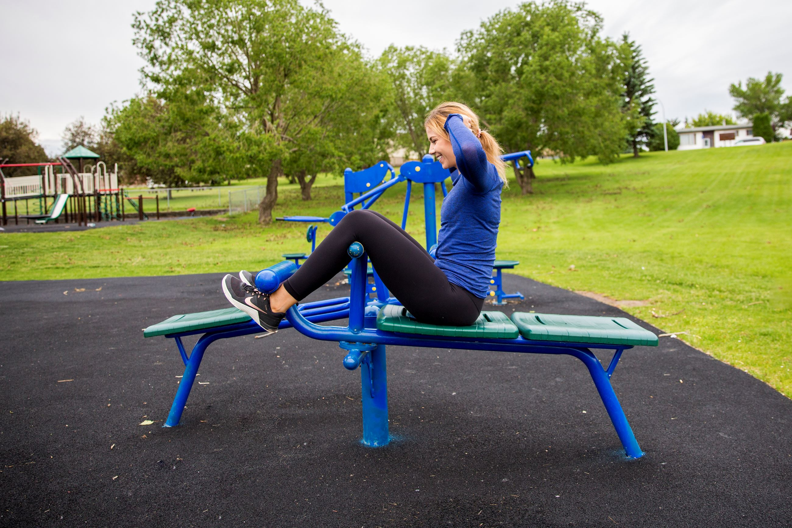 View a video demonstrating the use of the Decline Sit-up Bench equipment